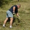 dobrovolníci se o Milskou stráň starají již několik desetiletí (foto archiv ČSOP Launensia)
